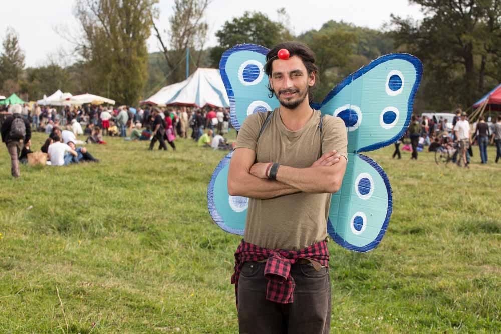 zadiste clown manifestant contre le barage de Sivens sur le site