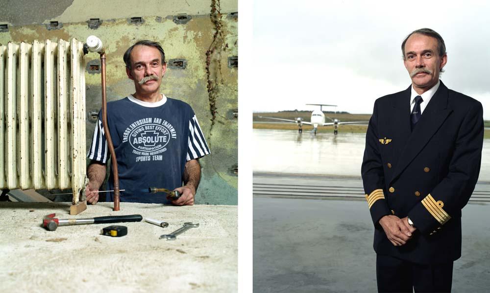 Double je Un pilote d'avion pose dans l'aéroport puis installant un radiateur en fonte, chez lui