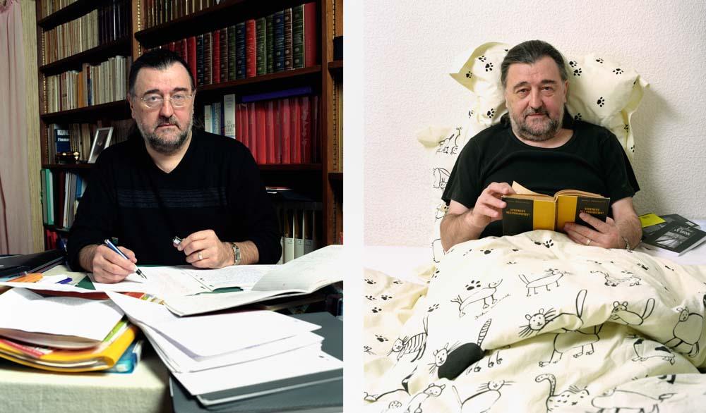 Double je Un professeur de lettres pose dans une bibliothèque corrigeant des copies puis dans sa chambre, au lit, une livre série noire de Gallimard dans les mains