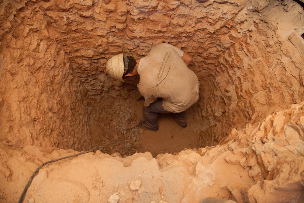 Chantier de rénovation Musée Toulouse-Lautrec d'Albi forage d'un conduit dans un mur