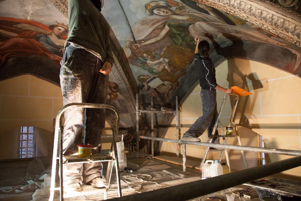 Chantier de rénovation Musée Toulouse-Lautrec d'Albi restauration des fresques sous voutes