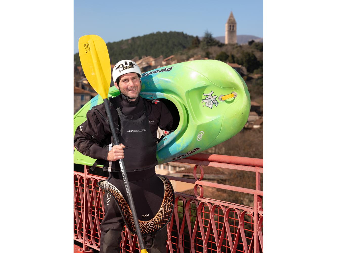 Sylvain, Moniteur de canoé-Kayak, Tarassac usagers voie verte Parc naturel Haut-Languedoc région Occitanie
