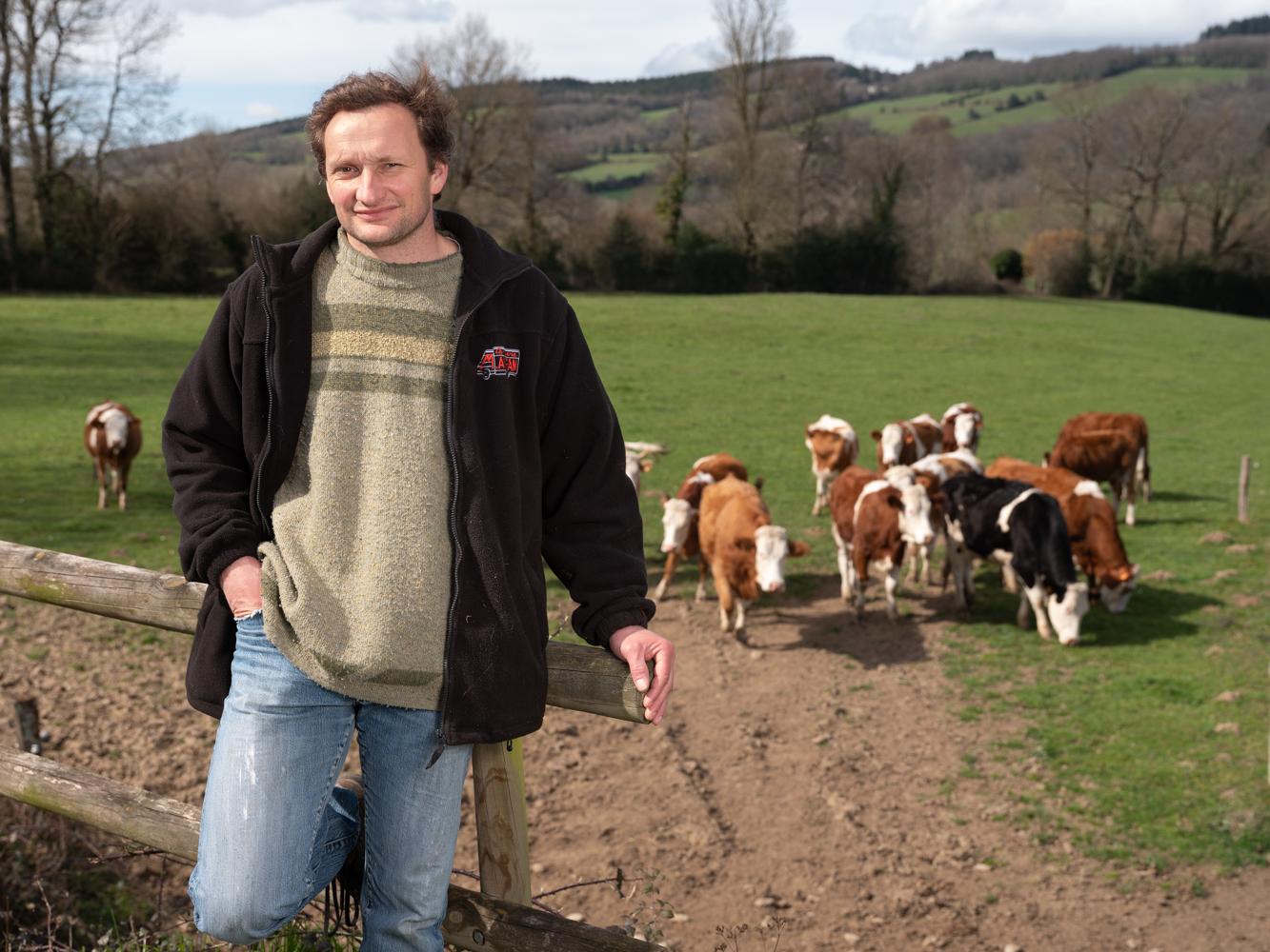 Damien, paysan à Albine, usagers voie verte Parc naturel Haut-Languedoc région Occitanie