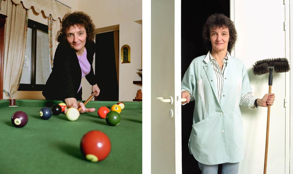 Double je Une technicienne de surface pose chez elle jouant au billard puis à son travail, une tête de loup à la main