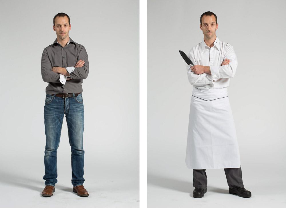 un cuisinier pose en pied sur fond uni en habit de ville puis vêtement de travail, couteau à la main