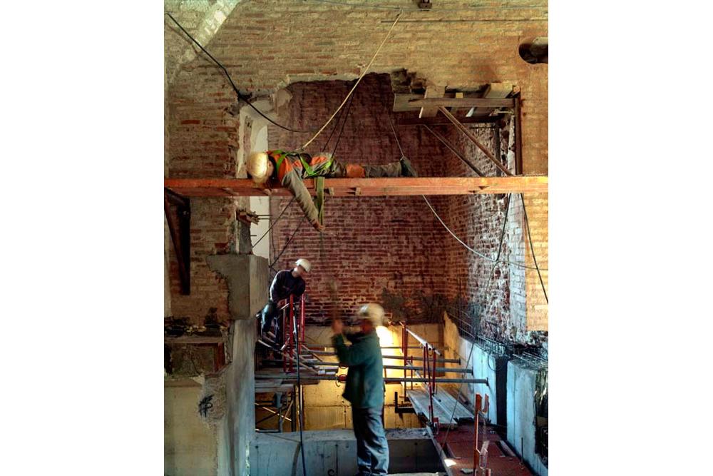 Chantier de rénovation Musée Toulouse-Lautrec d'Albi construction d'une poutre de soutenement