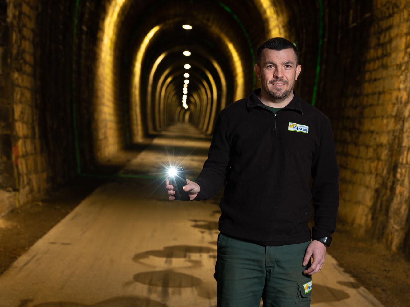 Nicolas, agent voie verte, tunnel de la Fenille usagers voie verte Parc naturel Haut-Languedoc région Occitanie